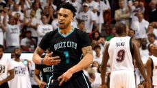 pi-nba-charlotte-hornets-courtney-lee-042716-vresize-1200-675-high-12